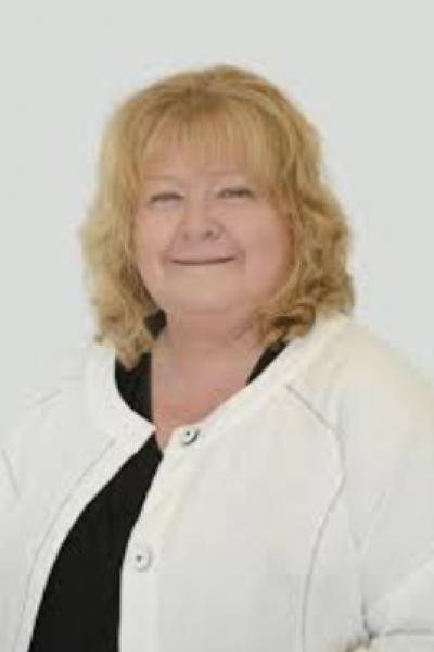 Cr Patricia White